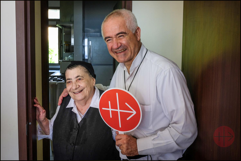 Padre Raymond Abdo junto a una religiosa en Líbano. (ACN)